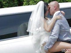 Шофер лимузина трахается гидромассажная жену