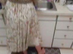 SB2 fodendo sua irmã enquanto ela está ao telefone com a mãe!