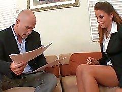 Sexual plena no escritório com o chefe