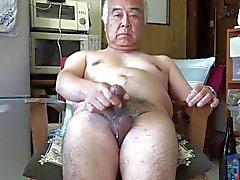 Viejo japonés Ejaculation de masturbación el hombre a la cocina