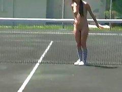Горячие девочки управится в теннисным кортом