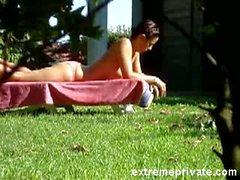 Voyeuring моя мама в саду