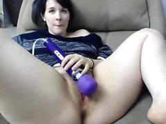 Wilde Webcam Babe Saugen Dildo und masturbieren auf Cam Mehr auf