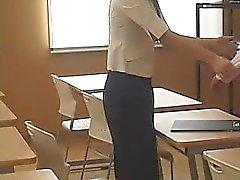 Elevens behov bättre betygen och gör sin lärare fingra henne