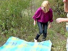 Два роговой опытных бабулек из Германия любят исследовать