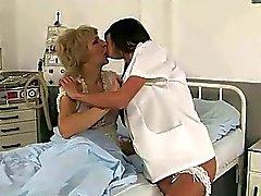 Смазливая медсестра очень нравится бабушку