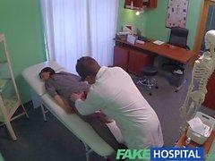Masaj ve aletiyle FakeHospital Saklı kamera yakalamak bayan hastanın