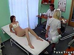 Doktors knullar sin vilda patienten