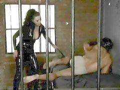 Lezzetli Anastasia Pierce kışkırtmaya verir ve bir adam hakim