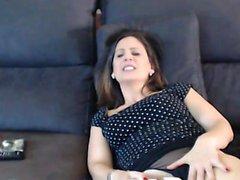 Glödheta MILF Lisa Ann leksaker sin fläns klaffar