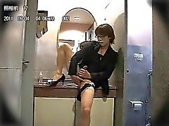 Amateur Asian CD in public bathroom