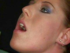 Slavegirl sexy ficando dolorosamente punido