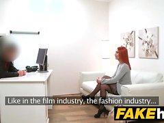 Gefälschte-Agent Geile Redhead vorzieht harten Schwanz über feuchte Muschi