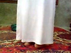 Sensual chica joven árabe quiere conseguir su coño profundamente plowe