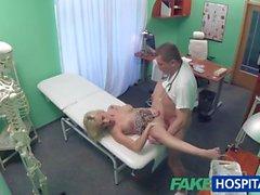 Falso paciente Hospital loira dá boquete antes de ser fodida por médico