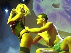 голые блондинки lapdance о публичной арене