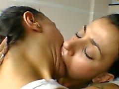 Brasileira não irmã de gêmeo lesbiana ósculo