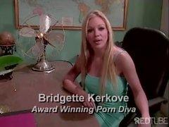 Bridgette kennt ihre Rolle