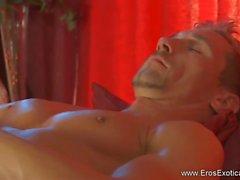 Erotisk massage han verkligen behöver