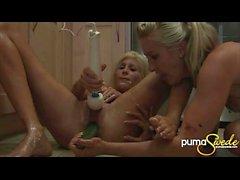 Puma Swede saa hauska Hot Blonde ja jotkut vihannekset keittiössä!
