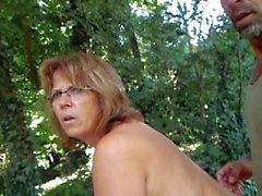 Hélène nus au jardin
