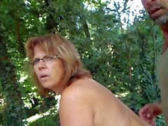 di Helene nudo nel giardino
