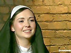 Die körperliche Züchtigung Sinful Nonnen Angells Sommern
