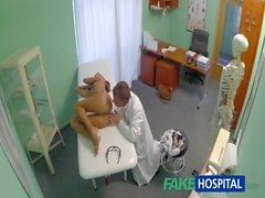 Sıcak gençler bebeği ilişkin FakeHospital Casusluk özel bir tedavi bulunan