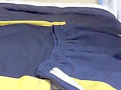 cum en falda y una blusa la escuela Objetivo