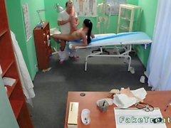 Taklit hastanede Doktorlar licks ve sikikleri hemşire