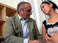 Enjoyable Mädchen erhält ein Wild Bohr von Horn alten Lehrers