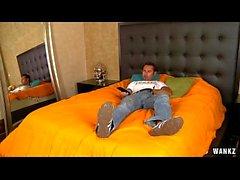 Man ist gefangen Masturbieren in einem Hotel von weiblichen Haushälterin HD