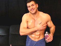 tanque muscular alfa engreído hace su vecino aceite delgado y s