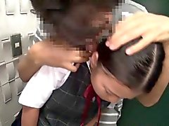 Große Brüste Anschlussfaser Japanisches Schulmädchen Mund gefickt