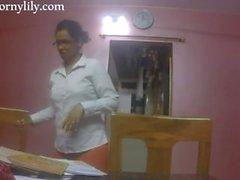 lutka Intian lähetystösihteeri kokemasi haittavaikutus kiimainen toimistolla
