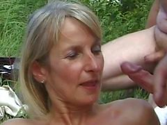 SPERMANNEKE OUTDOOR_SEX Gruppensex Sex bukkake Sperma -Orgie