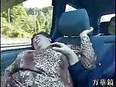 granny Aziaten in bus