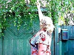 Gruesas madres rusas, meando en las zapatillas)