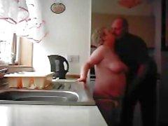 Abuelita y Grandpa de mierda en la cocina