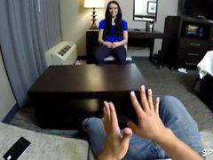 Mandy veio para entrevistar para uma posição de assistente pessoal