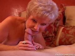 Великолепный Кугуар сосет хуй и ест сперму