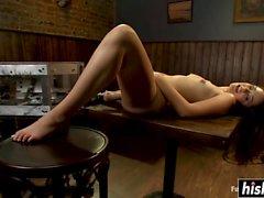 Allie Haze es follada por máquinas sexuales