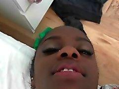 Jovenes cachonda del ébano adolescente que consigue el perforado dura