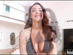 Sophia Santi disfruta el facial masivo