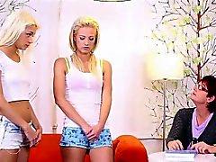 Mature hoca kolay lezbiyen doğru iki bir sarışın gençlere açık
