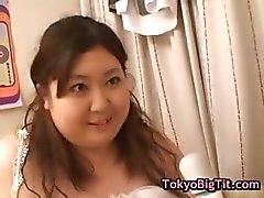 Gorda hitomi Matsumoto recebe seu bichano