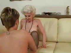 Молодая женщина очень нравится старого пизду