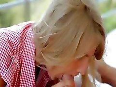 Brainparking blonde geeft strakke pijpbeurt