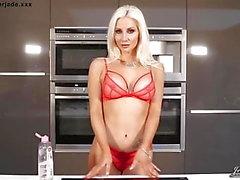 Mostrar britânica Milf Jennifer Jade Boobs Oil