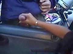 Brasilialainen tyttöjä saatiin paljon muukalaiset handjobs ulkopuolella auton ikkunan